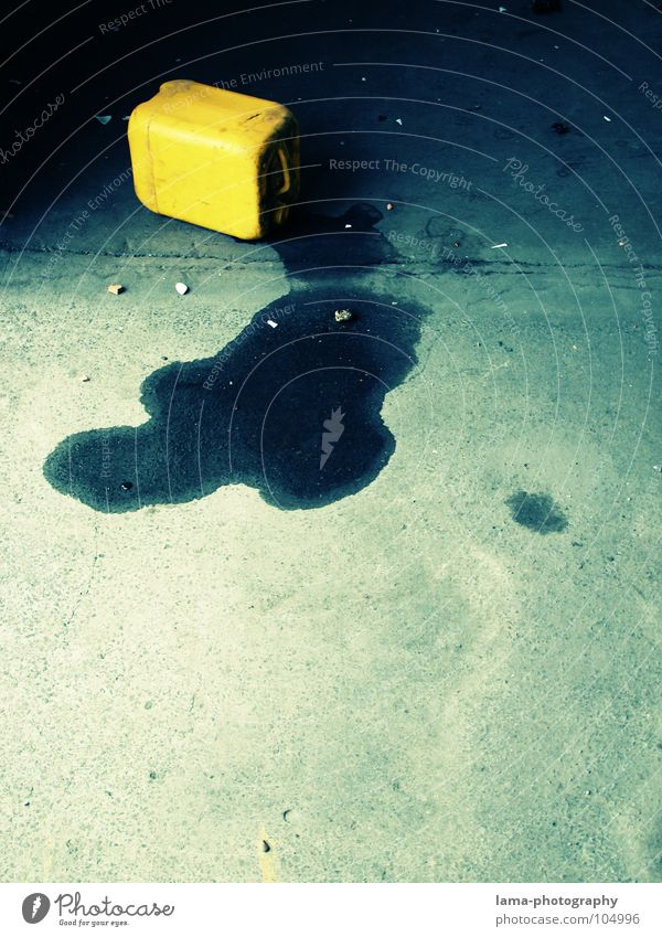 Blue Water Yellow Environment Dirty Concrete Blaze Dangerous Floor covering Threat Industrial Photography Warning label Fluid Bottle Radiation Oil