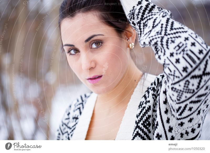 pattern Feminine Young woman Youth (Young adults) Head 1 Human being 18 - 30 years Adults Beautiful Colour photo Exterior shot Day Shallow depth of field