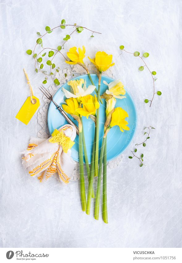 Blue plate with daffodil, table decoration Nutrition Banquet Crockery Plate Fork Style Design Flat (apartment) Garden Interior design Decoration Kitchen
