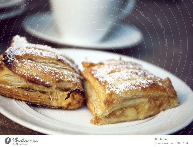 n ´ strudel ? Cake Dessert Candy Nutrition To have a coffee Coffee Crockery Plate Cup Kitchen Diet Healthy Delicious Sweet Yellow White Appetite Apple