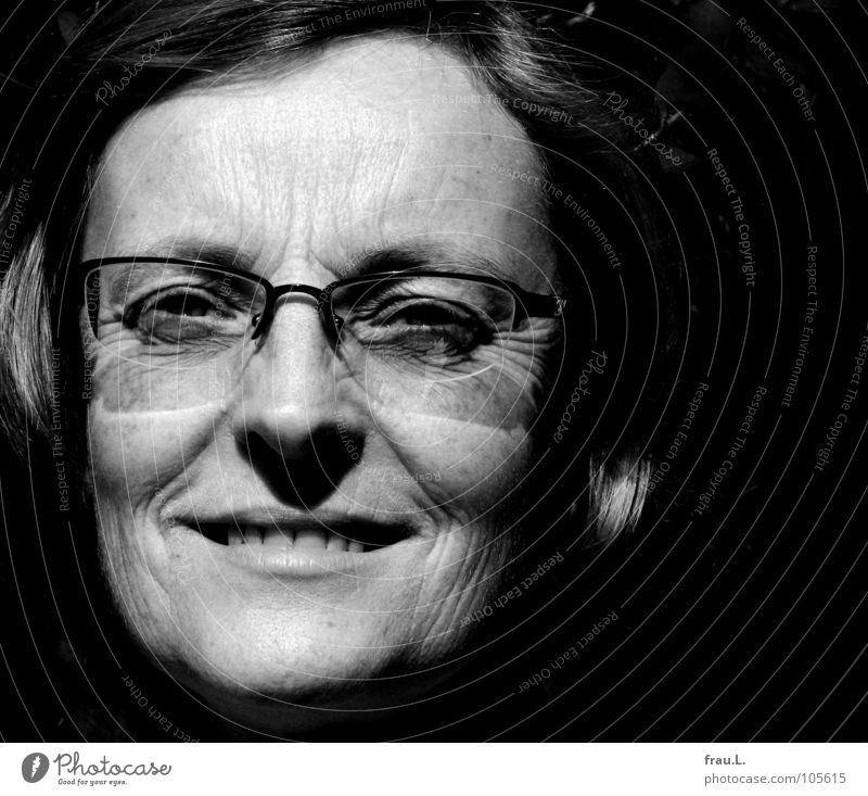 Woman Human being Beautiful Sun Face Far-off places Laughter Eyeglasses Open Clarity Trust Delicate Wrinkles Portrait photograph Fine Earnest