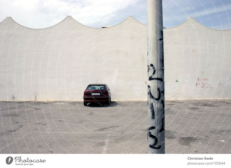 Sky Loneliness Wall (building) Car Graffiti Waves Free Roof Asphalt Things Lantern Spain Traffic infrastructure Parking lot Forget Supermarket