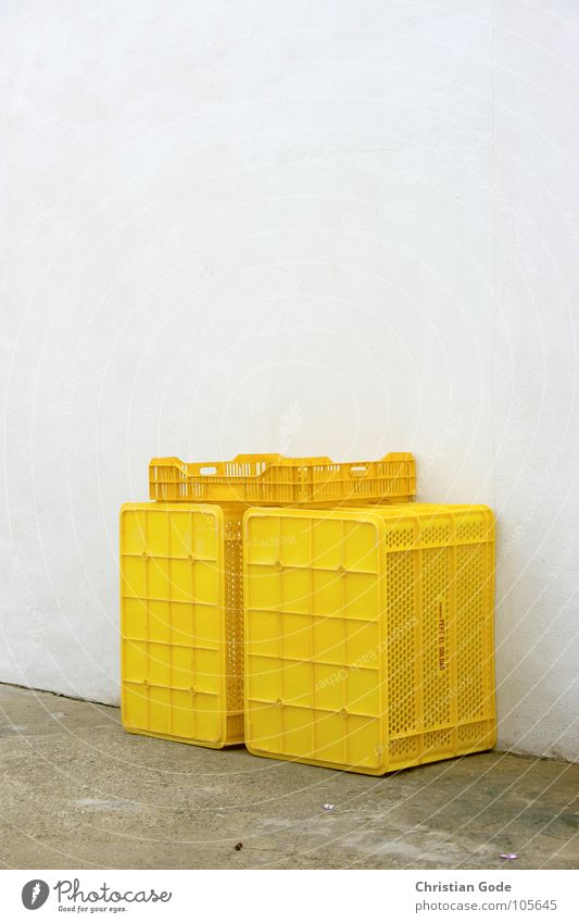 crates Crate Yellow Wall (building) Restaurant Backyard Café Gastronomy Nutrition Cold store Spain Andalucia Things Roadhouse Storage Food Markets