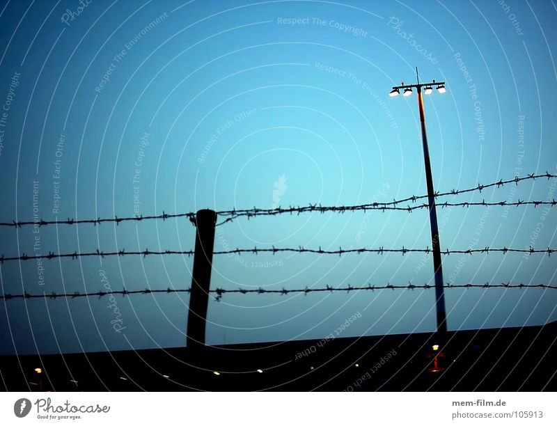 Aviation Dangerous Threat Airport Border Fence Barrier Floodlight Floodlight Barbed wire Terrorism Fenced in National security