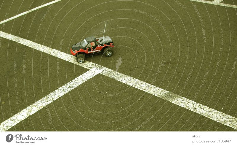 Stripe Asphalt Parking lot Antenna Miniature Radio technology Model-making Offroad vehicle Racing car Model car Toy car Ground markings Radio-controled