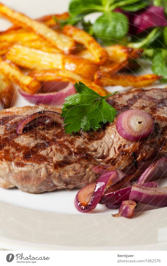 Baby, let's have some food Food Meat Vegetable Lettuce Salad Dinner Slow food Plate Cheap Good Cleanliness Modest Steak Onion French fries Parsley Red Detail