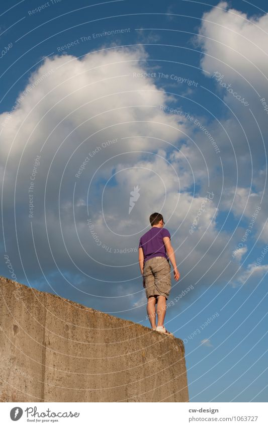 Right at the top and right at the front Human being Masculine Young man Youth (Young adults) Man Adults 1 18 - 30 years 30 - 45 years Ruin Wall (barrier)