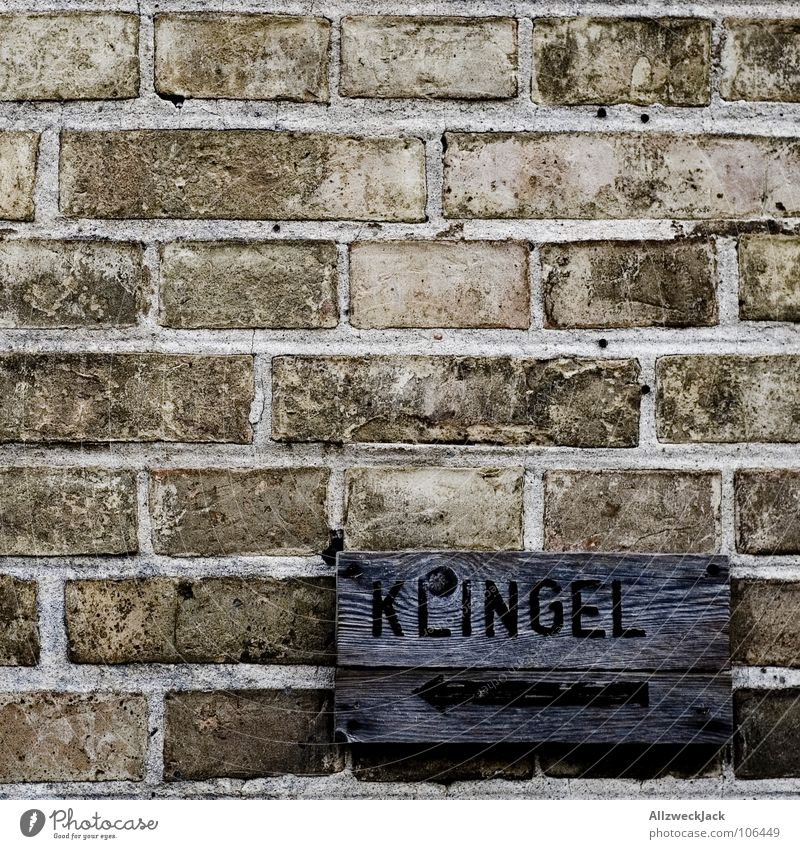<- Bell Wall (building) Brick Wall (barrier) Rustic Name plate Entrance House (Residential Structure) Visitor Wood Wooden sign Painted Self-made Left