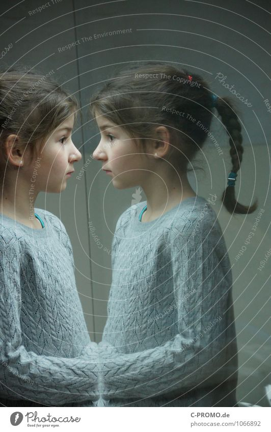 Twins 5 Human being Feminine Girl Sister Friendship Child Infancy 3 - 8 years Sweater Earring Brunette Glass Curiosity Gray Loneliness Perspective Mirror image