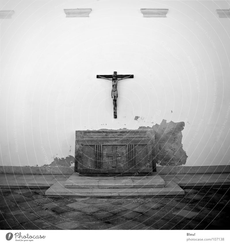 dios Christianity Religion and faith Jesus Christ Portugal Lisbon House of worship Fear Panic Black & white photo god dirty cross gray ground grain prayer old