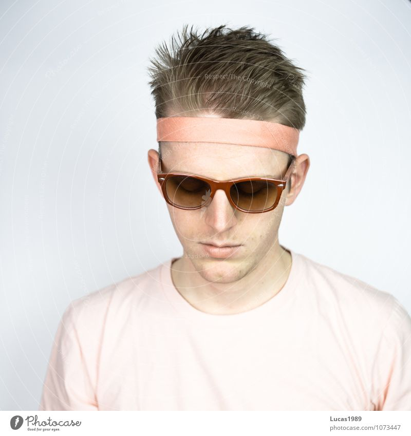 Colour study - View Human being Young man Youth (Young adults) Man Adults 1 18 - 30 years Fashion Clothing T-shirt Hairband Sunglasses Eyeglasses