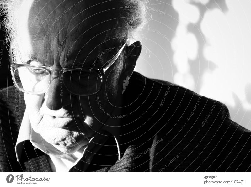 portrait of an old man Grandfather Calm To be silent Rest Thought Remember Memory Think Doomed Go under Wisdom Smart Time Old Frustration Transience Light