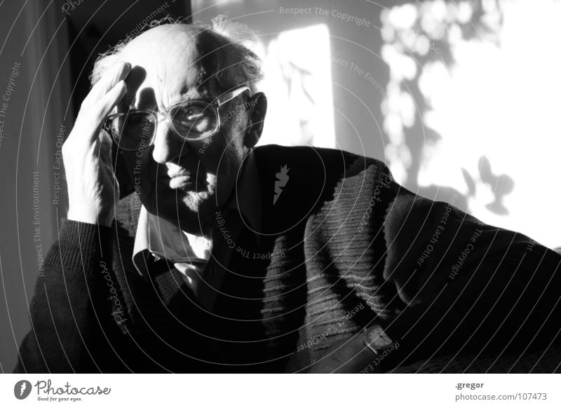 portrait of an old man (2) Grandfather Calm To be silent Rest Thought Remember Memory Think Doomed Go under Wisdom Smart Time Old Frustration Transience Light