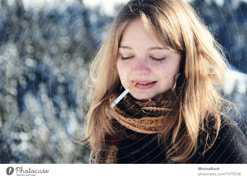 Cigarette. Human being Feminine Young woman Youth (Young adults) Woman Adults Life 1 18 - 30 years Self-confident Cool (slang) Acceptance Friendship Together
