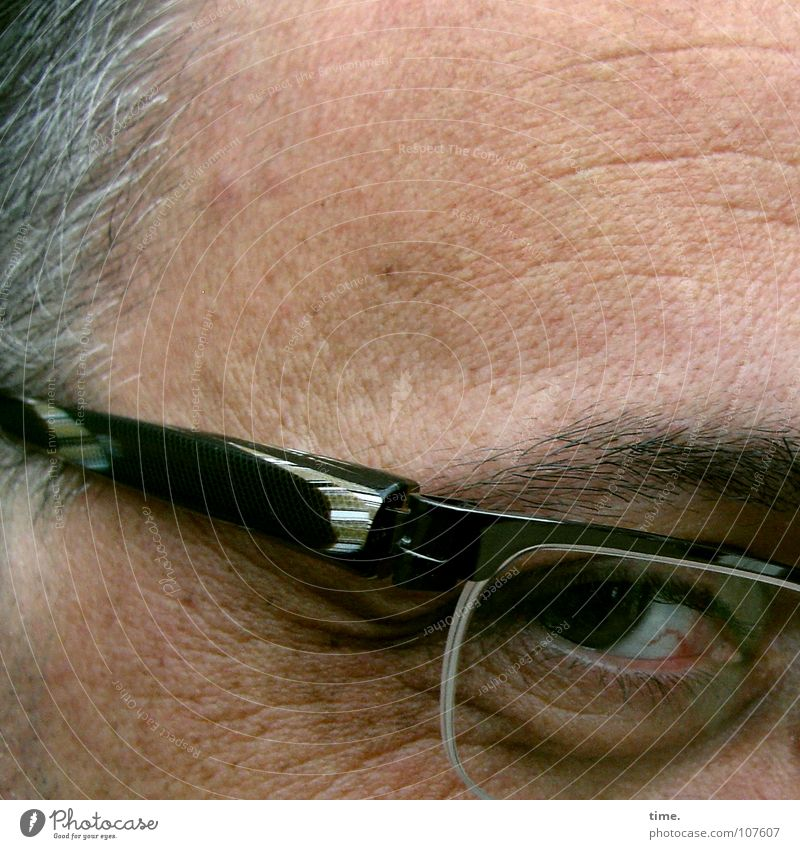 Quiet wise man Wink Hair and hairstyles Contentment Man Adults Head Eyes Eyeglasses Gray Trust Concentrate Framework Furrowed brow Forehead Pupil Eyebrow