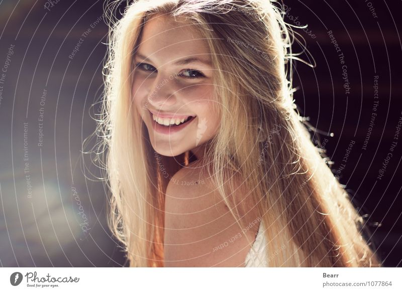 Portrait with light reflections Feminine Face 1 Human being Blonde Long-haired To enjoy Smiling Laughter Happiness Natural Beautiful Happy Contentment