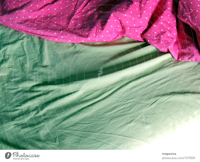 bed I Bed Sleep Bedclothes Green Pink Wake up Empty Duvet Calm Relaxation Dream Pleasant Alert Room Multicoloured Living or residing Morning Blanket bedroom