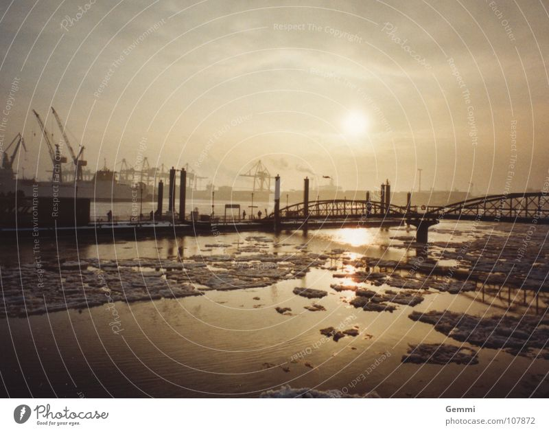 White Sun Winter Calm Clouds Yellow Far-off places Cold Freedom Gray Ice Industry Bridge River Harbour Connect