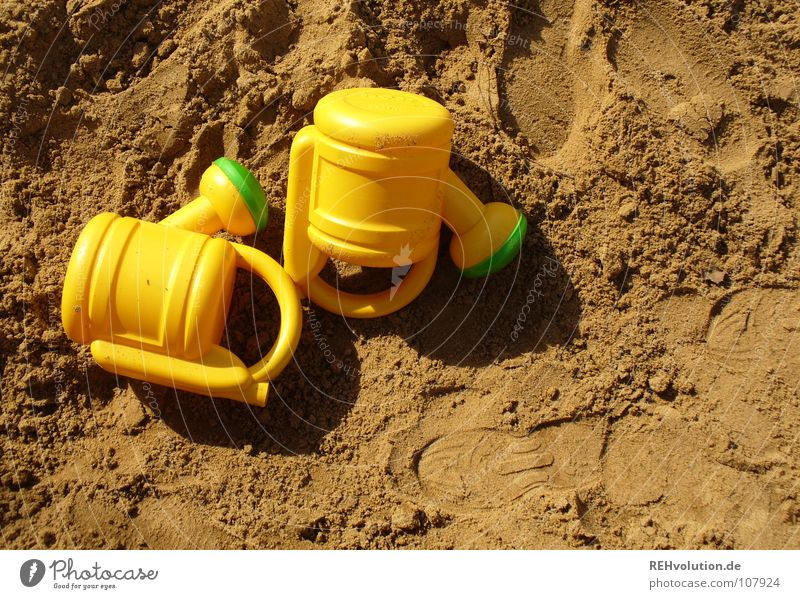 Twin sandbox humidification units Sandpit Identical Playing Yellow Green Footprint Brown Earthy Summer 2 Romp Joy Lie left Equal watering can watering cans