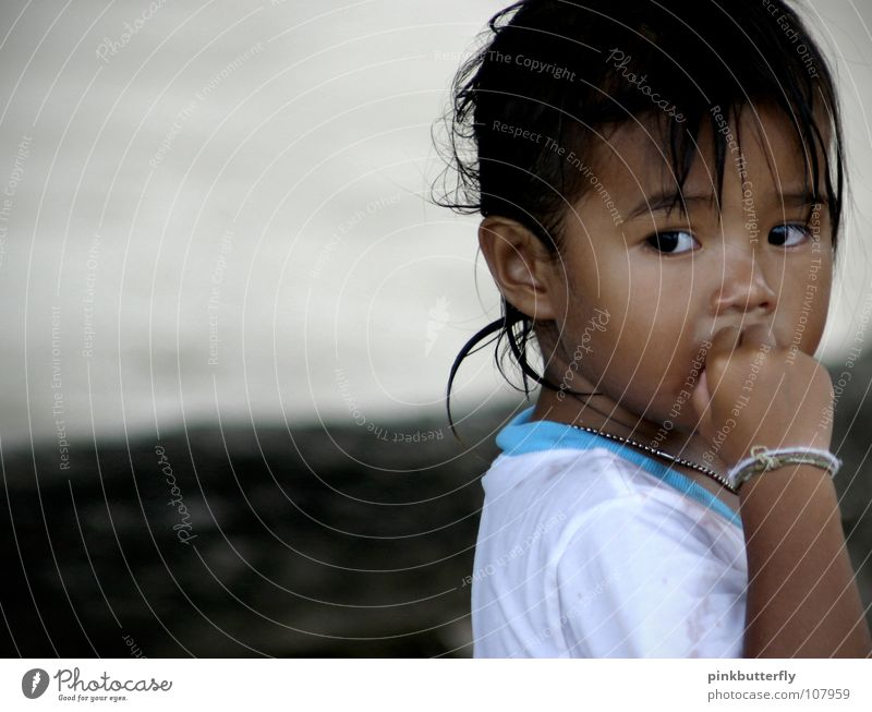 Child Girl Beautiful White Blue Beach Face Black Eyes Cold Fear Small Longing Friendliness Hide Freeze