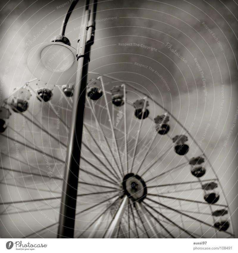 Relaxation Infancy Fairs & Carnivals Markets Youth culture Exhibition Ferris wheel Vertigo Theme-park rides Showman