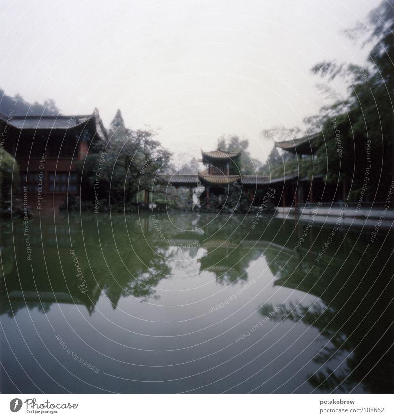 Hole patternChina02 Temple Kunming Reflection Buddhism Architecture hole pattern hole camera Idyll Garden
