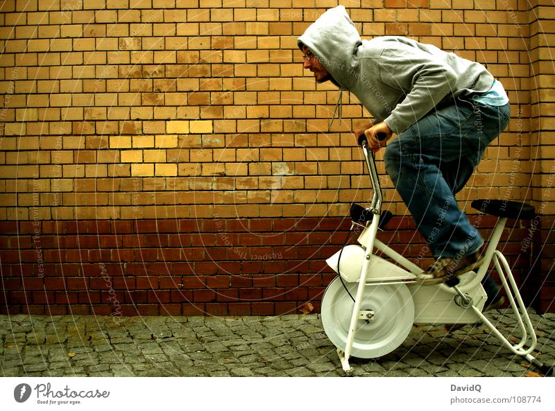 dynamic stagnation Bicycle Endurance Stagnating Problem Speed Acceleration Driving Rotate Pedal The eighties Wall (barrier) Wall (building) Brick Man Customer