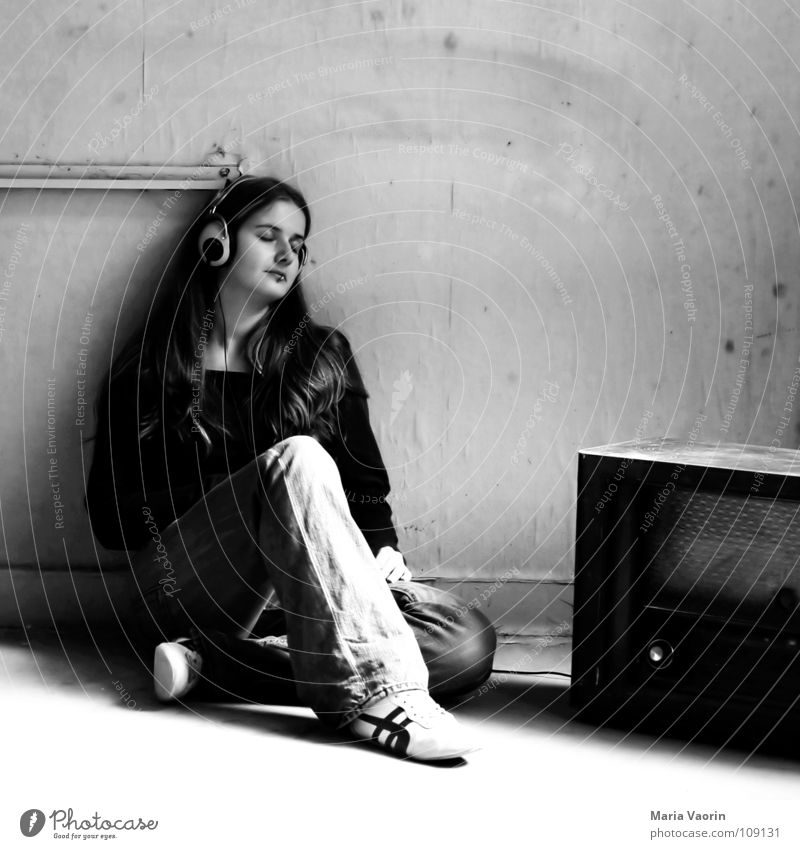 Woman Relaxation Music To enjoy Boredom Radio (broadcasting) Headphones Easygoing Media Listen to music