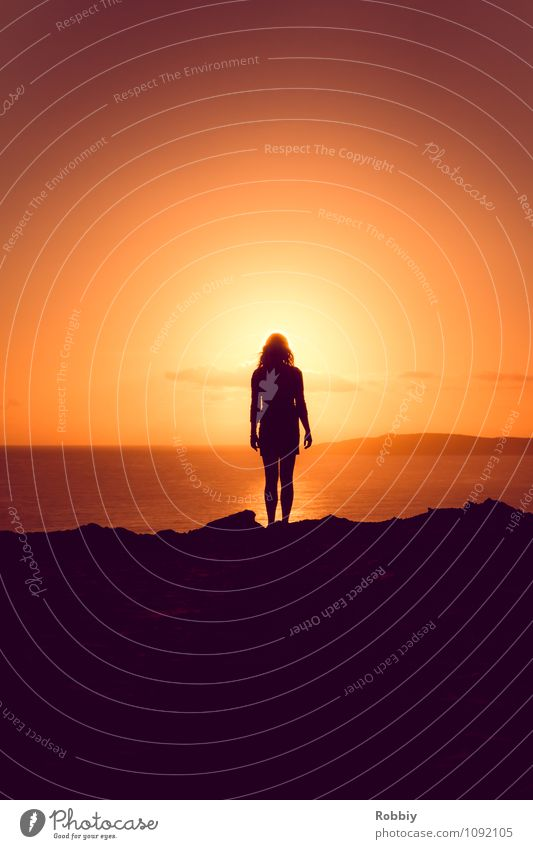 l'homme Human being Woman Adults 1 Sun Sunrise Sunset Sunlight Coast Beach Ocean Pacific Ocean rainbow beach Australia + Oceania Authentic Infinity Natural