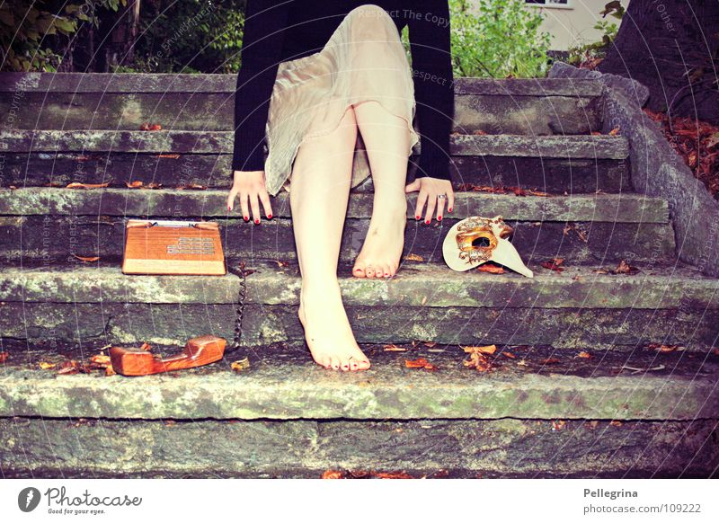carneval de paris 2 Footbridge Telephone Venice Carnival Lie Woman Calf Sweater Black Green Hand Nail polish Strange Mask Stairs Audience waned Legs Sit Feet