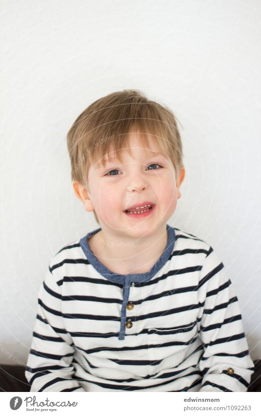 Hair off Masculine Child Boy (child) Infancy Face 1 Human being 3 - 8 years Hair and hairstyles Blonde Short-haired Smiling Looking Sit To talk Happiness Bright