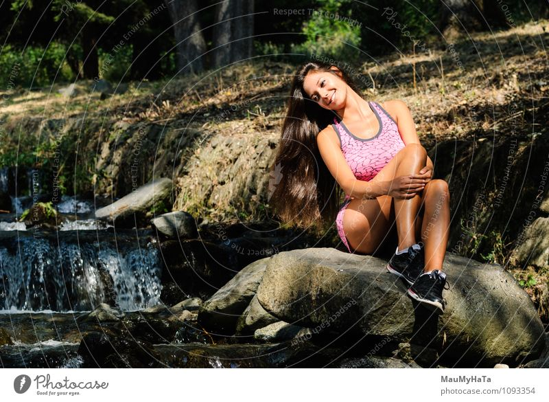 rest on boulder Human being Young woman Youth (Young adults) Woman Adults 1 18 - 30 years Looking Emotions Happiness Euphoria Cool (slang) Optimism Colour photo