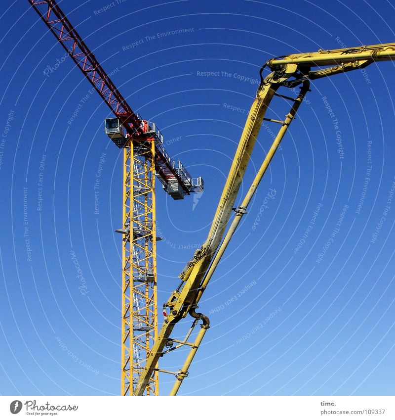 Sky Blue Yellow Work and employment Movement Metal Tall Logistics Construction site Tower Brave Craft (trade) Weight Crane Risk Workplace
