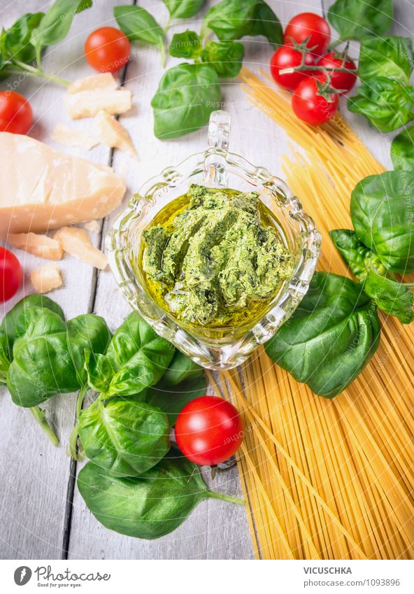 Bsilikum Pesto with spaghetti and tomatoes Food Cheese Fruit Herbs and spices Cooking oil Nutrition Lunch Banquet Organic produce Vegetarian diet Diet