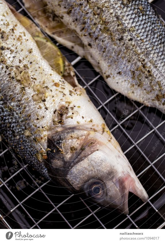Fresh sea bass for grilling Food Fish Herbs and spices Nutrition Lunch Organic produce Vegetarian diet Ocean Barbecue (apparatus) Simple Healthy Delicious