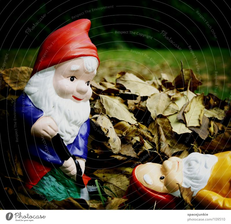 Joy Leaf Death Garden Village Whimsical Murder Shovel Sacrifice Dwarf Petit bourgeois Garden gnome Dig Bury
