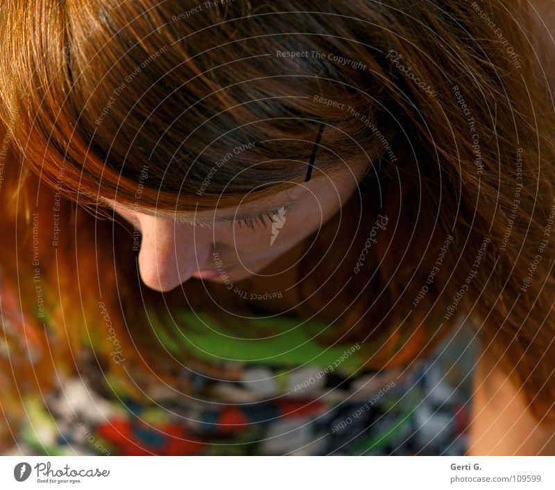 point of view Part Ski jump Woman Young woman Long-haired Red-haired Eyelash Pattern Flowery pattern Skin color Green Human being Emotions Above Head