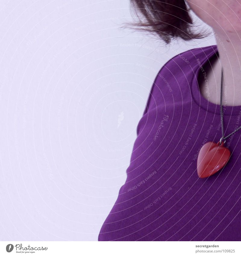 violet III Woman Violet Lilac Red T-shirt Chin Self portrait Earnest Jewellery Short haircut Wall (building) White Torso Human being Clothing