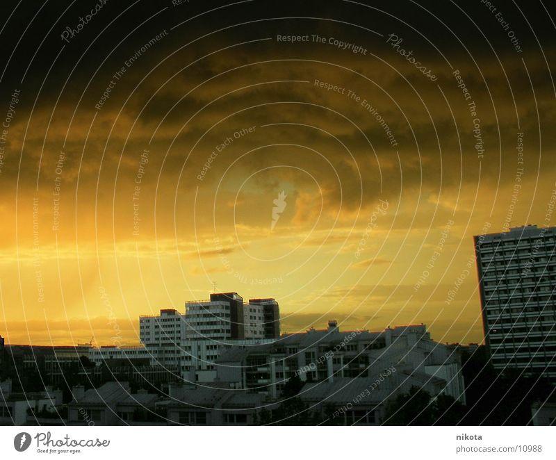 Sahara weather over Munich Storm Thunder Yellow Town Rain Wind Evening