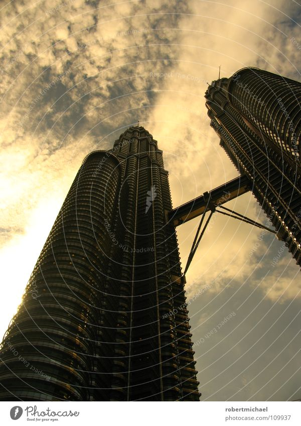 Petronas Towers Petronas Twin Towers Business centre Middle Corporate building Headquarters 2 High-rise Malaya Company Might Tall Building Steel bridge Point