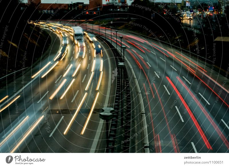 curve Evening Highway Closing time Curve Light (Natural Phenomenon) Lighting effect Tracer path Floodlight Car headlights Speed Town Suburb Tracks Overtake