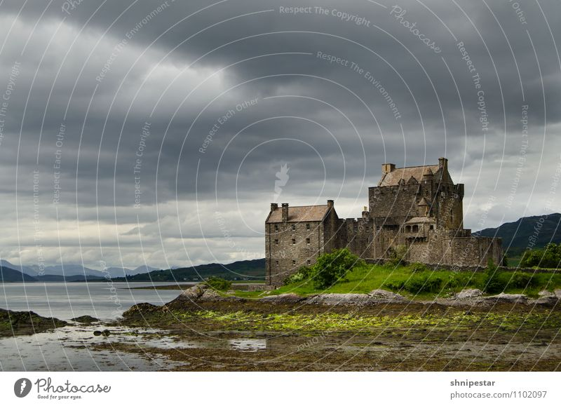 Eilean Donan Castle Vacation & Travel Tourism Trip Far-off places Sightseeing Summer Island Mountain Hiking Round trip Museum Highlander arboria Isle of Skye