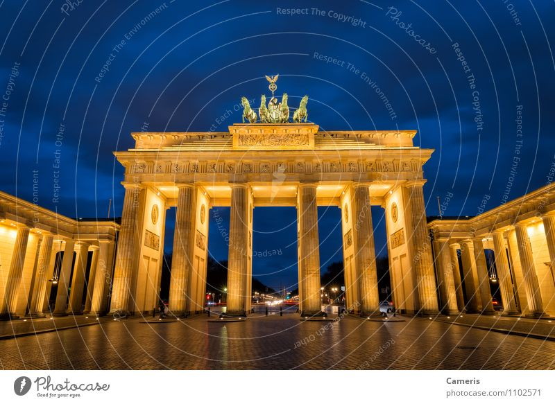 Brandenburger Tor Small Town Capital city Downtown Gate Architecture Tourist Attraction Monument Brandenburg Gate Vacation & Travel Freedom War Crisis