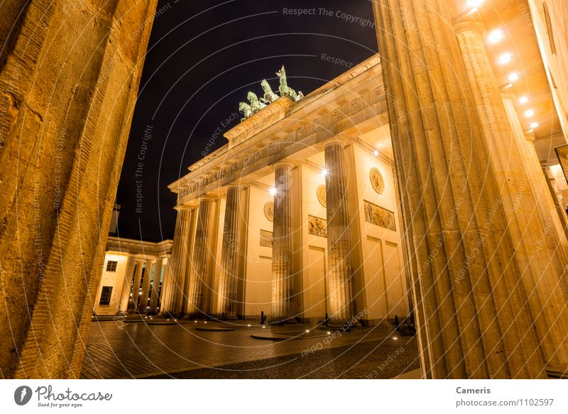 Brandenburger Tor Small Town Capital city Downtown Gate Architecture Tourist Attraction Monument Brandenburg Gate Vacation & Travel Freedom Peace War Crisis