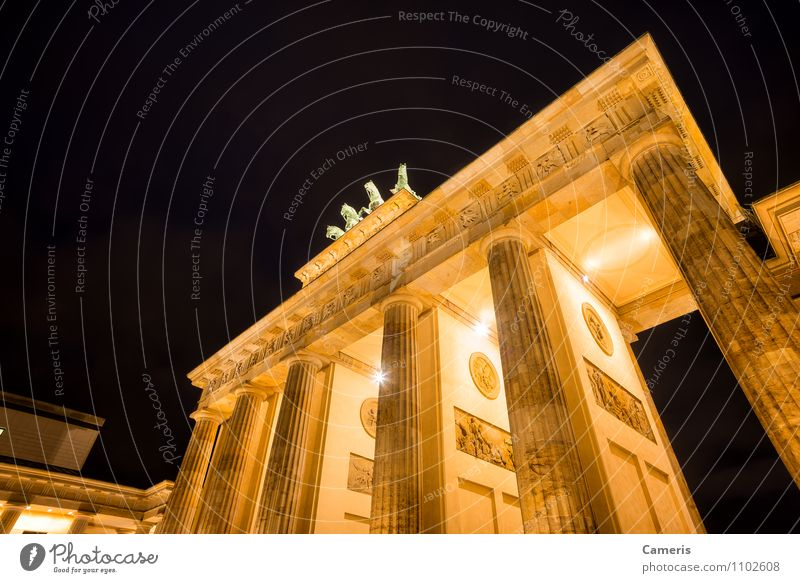 Brandenburger Tor Small Town Capital city Downtown Gate Architecture Tourist Attraction Monument Brandenburg Gate Brandenburger tor Vacation & Travel Freedom