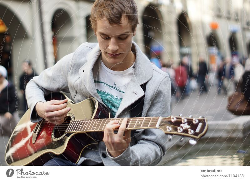 guitar player Lifestyle Leisure and hobbies Freedom Human being Masculine Young man Youth (Young adults) Man Adults 1 18 - 30 years Artist Music Singer Musician
