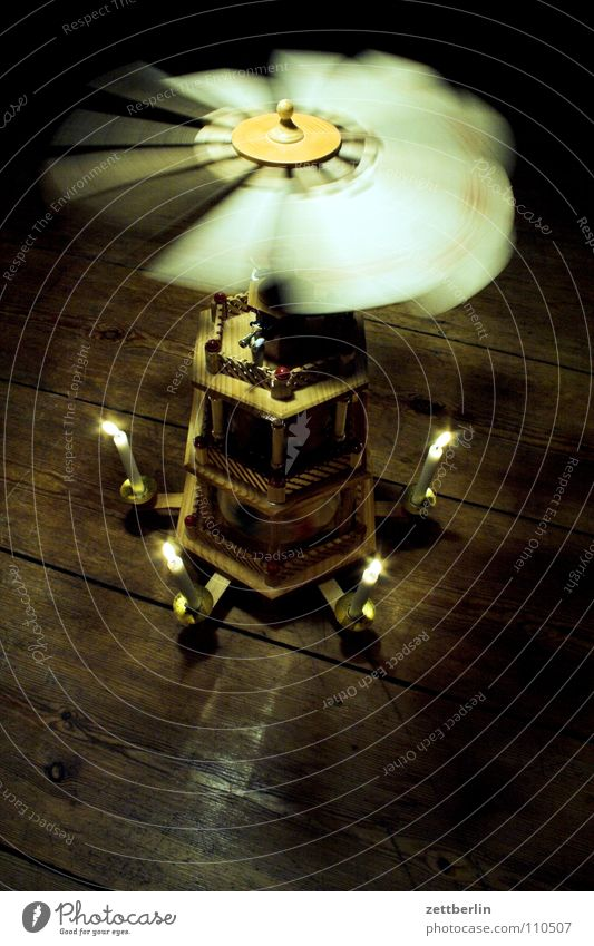 Christmas pyramid Candle Erz Mountains Visual spectacle Craft (trade) December Carve Turn on the lathe Tradition Moody Wooden figure Rotate Go crazy