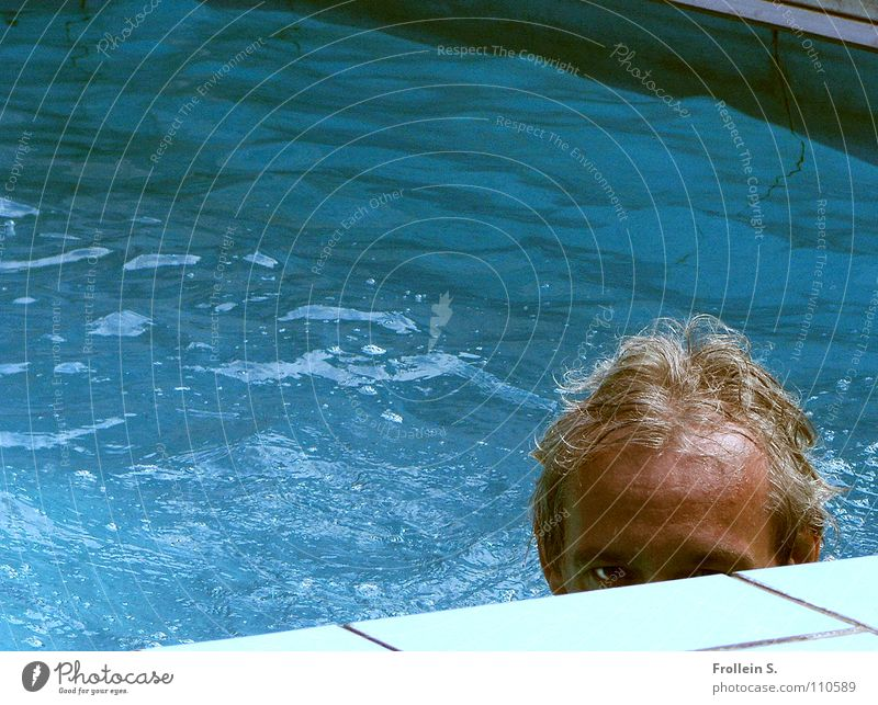 In the eye of the beholder Man Masculine Swimming pool Turquoise Wet Waves Sunbathing Summer Aquatics Head Hair and hairstyles Water Blue Looking