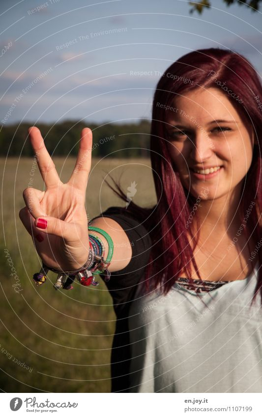 rock and roll Feminine Young woman Youth (Young adults) Woman Adults 1 Human being 13 - 18 years Child 18 - 30 years T-shirt Bracelet Hair and hairstyles