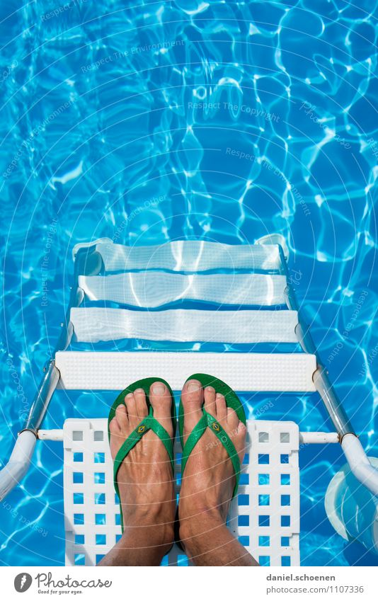 I only say 38 degrees. Leisure and hobbies Vacation & Travel Tourism Summer Summer vacation Sun Sunbathing Feet 1 Human being Water Stairs Flip-flops Relaxation